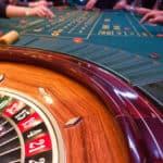 Afstresning inden brylluppet; roulette og casino